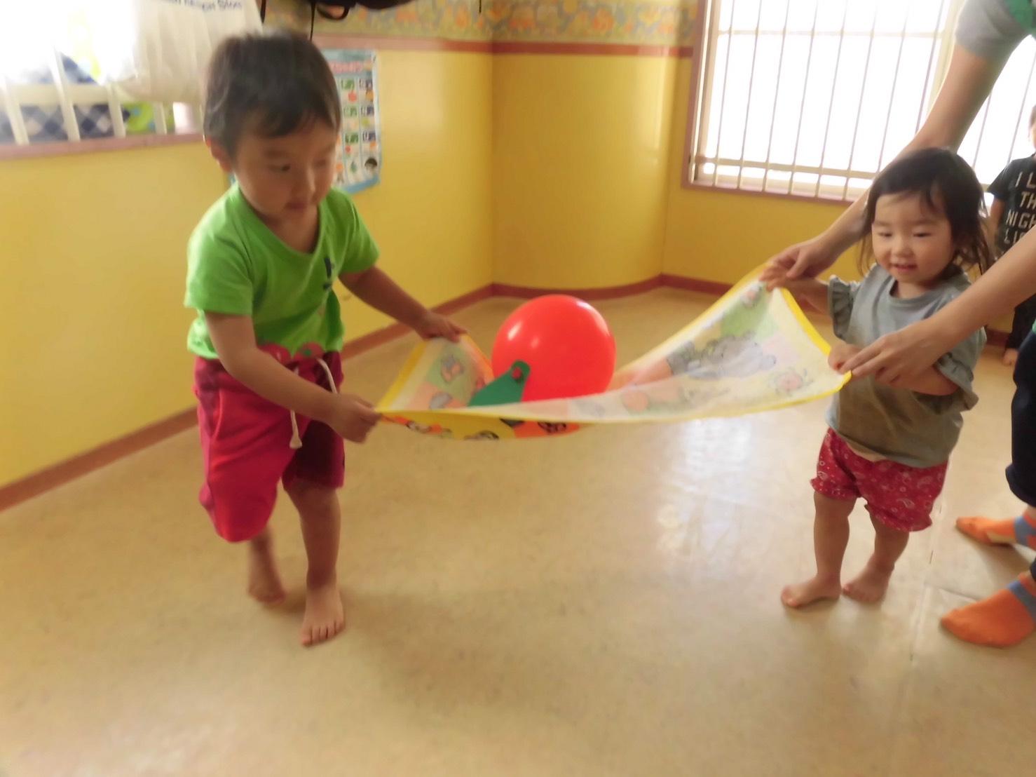 ☆ 「 風船運び 」 ☆ | 託児所大阪 ミントハウス
